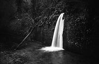 Il naviglio di Paderno d'Adda. Uno sfogo d'acqua a cascata nella conca vecchia --- The Naviglio canal of Paderno d'Adda. Vent water waterfall