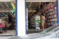 Sumaré (SP), 02/01/2021 - Fase Vermelha/Covid-19 - A cidade de Sumaré no interior de São Paulo entra neste sábado (02) no segundo dia da fase vermelha do Plano São Paulo de flexibilização da quarentena por causa da alta dos casos de covid-19. Movimentação no comercio no centro da cidade.