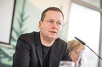 """Pressekonferenz des Regierenden Buergermeisters, Michael Mueller (SPD) und der Buergermeisterin Ramona Pop (Buendnis 90/Die Gruenen) sowie dem Buergermeister Dr. Klaus Lederer (Linkspartei) zum Thema """"Zweieinhalb Jahre Rot-Rot-Gruen"""".<br /> Im Bild: Klaus Lederer.<br /> 5.3.2019, Berlin<br /> Copyright: Christian-Ditsch.de<br /> [Inhaltsveraendernde Manipulation des Fotos nur nach ausdruecklicher Genehmigung des Fotografen. Vereinbarungen ueber Abtretung von Persoenlichkeitsrechten/Model Release der abgebildeten Person/Personen liegen nicht vor. NO MODEL RELEASE! Nur fuer Redaktionelle Zwecke. Don't publish without copyright Christian-Ditsch.de, Veroeffentlichung nur mit Fotografennennung, sowie gegen Honorar, MwSt. und Beleg. Konto: I N G - D i B a, IBAN DE58500105175400192269, BIC INGDDEFFXXX, Kontakt: post@christian-ditsch.de<br /> Bei der Bearbeitung der Dateiinformationen darf die Urheberkennzeichnung in den EXIF- und  IPTC-Daten nicht entfernt werden, diese sind in digitalen Medien nach §95c UrhG rechtlich geschuetzt. Der Urhebervermerk wird gemaess §13 UrhG verlangt.]"""