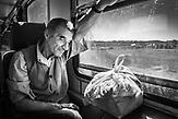 Ein Reisender auf der Heimfahrt: nach 24 Stunden-Schicht beim Zoll in Tirana. Seine Kinder leben in England und den USA.