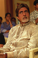 INDIEN Bombay , Bollywood Filmproduktion Baghban mit Superstar Amitabh Bachchan in einem Filmstudio in der Filmcity Goregoan / INDIA Mumbai Bombay, Bollywood, film set for Baghban in studio in filmcity Goregoan with movie star Amitabh Bachchan