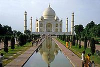 Crowds of tourists visiting the Taj Mahal, Agra, India.