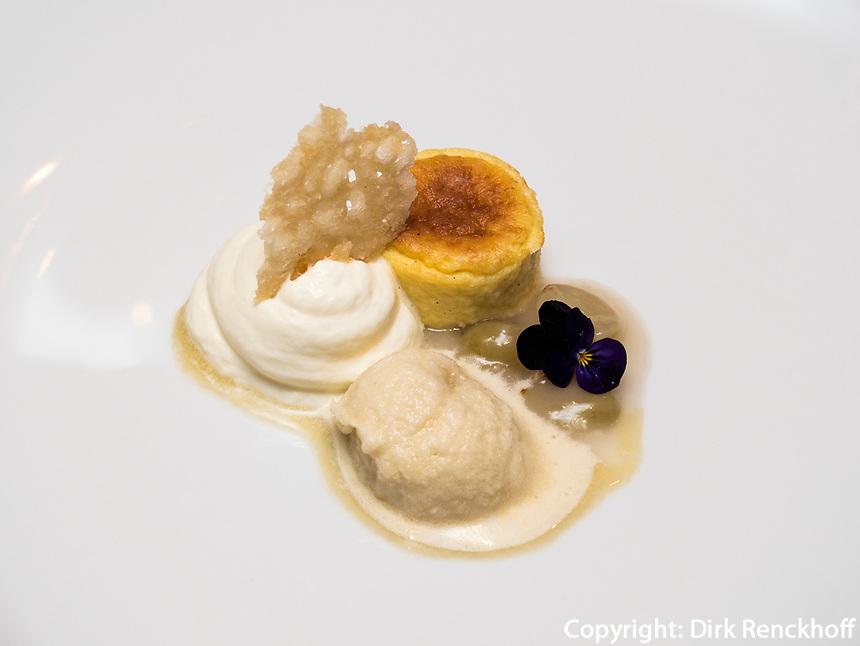 Dessert, Restaurant in Schloss Wartegg in Rohrschacherberg, Kanton Thurgau , Schweiz<br /> dessert, Restaurant of castle Wartegg, Canton Thurgau, Switzerland