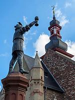 Marktbrunnen und St. Jakobus in Rüdesheim, Hessen, Deutschland, Europa, UNESCO Weltkulturerbe<br /> Market Fountain and St. Jakobus in Rüdesheim, Hesse, Germany, Europe