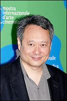 """Ang Lee au photocall du film """"Lust, caution"""" - Festival de Venise 2007"""