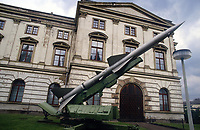 - Germania, Lipsia, museo delle Forze Armate subito dopo la riunificazione fra DDR e Repubblica Federale Tedesca; missile terra-aria S-75 di costruzione sovietica (Marzo 1991)<br /> <br /> <br /> <br /> - Germany, Leipzig, museum of the Armed Forces immediately after the reunification between DDR and the Federal Republic of Germany; surface to air missile S-75 of Soviet construction (March 1991)