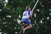 FIERLJEPPEN: BURGUM: 07-06-2014, Thewis Hobma wint (20.28m), ©foto Martin de Jong