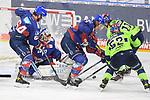 Petrus Palmu (Nr.52 - ERC Ingolstadt), Louis-Marc Aubry (Nr.11 - ERC Ingolstadt), Joonas Lehtivuori (Nr.6 - Adler Mannheim) und Craig Schira (Nr.64 - Adler Mannheim) vor Torwart Felix Brückmann (Nr.90 - Adler Mannheim)