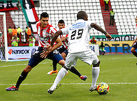 MANIZALES - COLOMBIA -12-04-2014: Fausto Obeso (Izq) jugador de Once Caldas, disputa el balón con Guillermo Celis (Der.) jugador de Atletico Junior durante  partido Once Caldas y Atletico Junior por la fecha 17 de la Liga de Postobon I 2014 en el estadio Palogrande en la ciudad de Manizales. /  Fausto Obeso (L) of Once Caldas, figths the ball with Guillermo Celis (R) of Atletico Junior during a match Once Caldas and Atletico Junior for date 17th of the Liga de Postobon I 2014 at the Palogrande stadium in Manizales city. Photo: VizzorImage  / Santiago Osorio / Str.