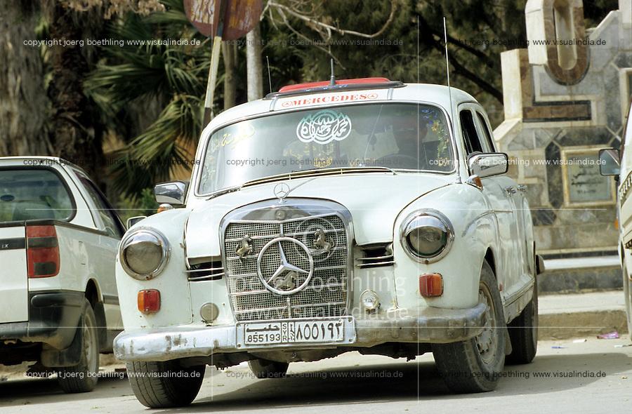 SYRIEN Damaskus ,  alte Autos praegen das Stadtbild, alter Mercedes Benz / SYRIA Damascus, old Mercedes Benz car