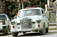 SYRIEN Damaskus ,  alte Autos praegen das Stadtbild, alter Mercedes Benz / SYRIA Damascus, old Mercedes Benz car