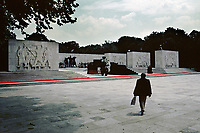 UNGARN, 14.07.1989<br /> Budapest - VIII. Bezirk<br /> Staatsbegraebnis von Janos Kadar (korrekt: János Kádár), Generalsekretaer der Kommunistischen Partei MSZMP auf dem Kerepesi Nationalfriedhof. Vorbereitungen am Kommunistischen Pantheon.<br /> State funeral of Communist Party (MSZMP) General Secretary Janos Kadar who died on July 6. Preparations under way at the Kerepesi national cemetery's communist pantheon.<br /> © Martin Fejer/EST&OST