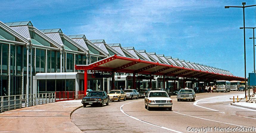 Helmut Jahn: United Terminal, Chicago O'Hare. Murphy/Jahn with A. Epstein & Sons.  Photo '88.