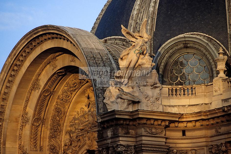 Europe/France/Ile-de-France/75008/Paris: Détail architecture du fronton du Petit Palais // Europe / France / Ile-de-France / 75008 / Paris: Architectural detail of the pediment of the Petit Palais