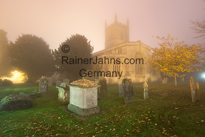United Kingdom, England, Gloucestershire, Cotswolds, Stow-on-the-Wold: Saint Edward's Church in fog | Grossbritannien, England, Gloucestershire, Cotswolds, Stow-on-the-Wold: Saint Edward's Church im Nebel