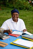 KENYA Kisumu, Tilapia fish farming in pond / KENIA Kisumu, GIZ Trilateral Tilapia Projekt, Foerderung von Tilapia Aquakultur in Fischteichen, Tilapia Fisch Farm von Frau Zinad Deen