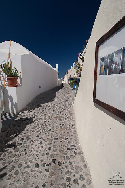 Stone paved street in Oia