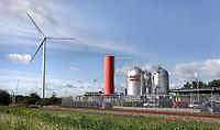 Nederland - Amsterdam - Juli 2020.  Het bedrijf Westpoort Warmte gebruikt restwarmte van het Afval Energie Bedrijf en zorgt in Amsterdam op die manier voor verwarming. Het is een joint-venture van Nuon Warmte en AEB NV. Het Afval Energie Bedrijf (AEB) is een afvalverwerkingsbedrijf in Amsterdam. Het bedrijf verwerkt afval uit Amsterdam en uit de regio, en heeft de beschikking over afvalverbrandingsinstallaties in het Westelijk Havengebied. Deze installaties gebruiken de bij de verbranding vrijkomende warmte voor het opwekken van energie.   Foto ANP / Hollandse Hoogte / Berlinda van Dam