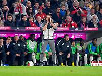 22.09.2017,  Football 1.Liga 2017/2018, 6. match day, FC Bayern Muenchen - VfL Wolfsburg, in Allianz-Arena Muenchen. Trainer Martin Schmidt (Wolfsburg) schreit. *** Local Caption *** © pixathlon<br /> <br /> +++ NED + SUI out !!! +++<br /> Contact: +49-40-22 63 02 60 , info@pixathlon.de