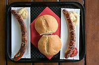 GERMANY, Thuringia, Erfurt, german Bratwurst, fried sausage / DEUTSCHLAND, Thüringen, Erfurt, Original Thüringer Bratwurst am Imbißstand
