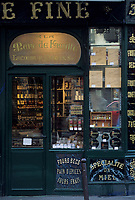 "Europe/France/Ile-de-France/Paris : ""BELLE EPOQUE"" - Epicerie ""A la Mère de Famille"" 35 Faubourg Montmartre<br /> PHOTO D'ARCHIVES // ARCHIVAL IMAGES<br /> FRANCE 1990"