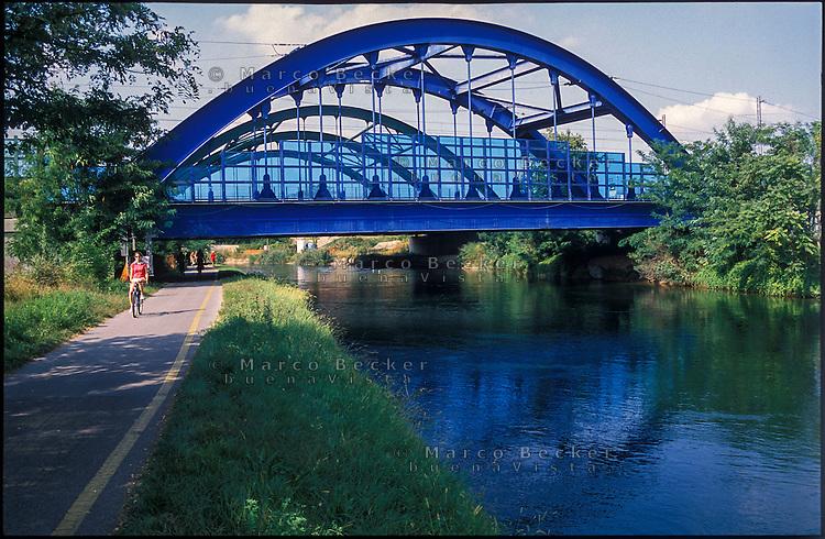 Boffalora Sopra Ticino (Milano). Ponte della ferrovia sul Naviglio Grande --- Boffalora Sopra Ticino (Milan). Railway bridge over the canal Naviglio Grande