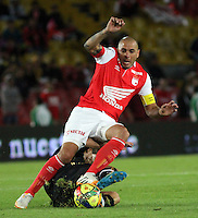 BOGOTA -COLOMBIA, 27 -JULIO-2014. Omar Perez  ( Arriba) de Santa Fe  disputa el balón con Alex Jaramillo de Fortaleza FC durante partido   de La Liga Postobón 2014-2. Estadio El Campin  . / Omar Perez (Top) Santa Fe fights for the ball with Alex Jaramillo Fortaleza FC Liga Postobón match during 2014-2.  El Campin Satadium . Photo: VizzorImage / Felipe Caicedo / Staff
