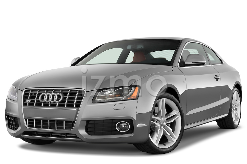 Low aggressive front three quarter view of a 2007 - 2011 Audi S5 Coupe.