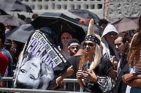 ATENÇÃO EDITOR: FOTO EMBARGADA PARA VEÍCULOS INTERNACIONAIS - SAO PAULO, SP, 11 NOVEMBRO DE 2012 – SHOW LADY GAGA: Movimentação de fãs em frente ao estádio do Morumbi em São Paulo, onde acontecerá o show da cantora Lady Gaga na noite deste domingo  (FOTO: LEVI BIANCO / BRAZIL PHOTO PRESS).