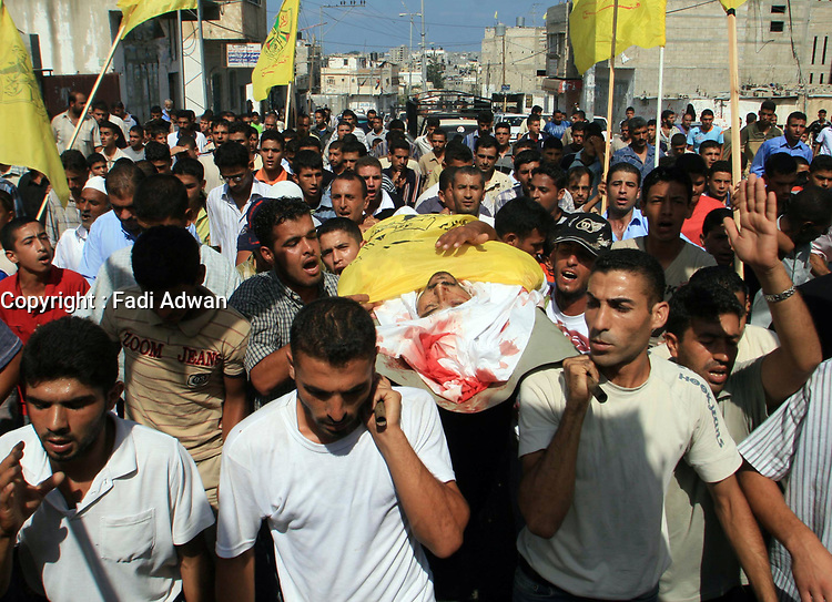 """Palestinain cary the body l of Ibraheem al-Shami, a member of Fatah movement during the funeral  who was killed by Israeli troops, in the southern Gaza strip August 14, 2007. Israeli ground forces killed four Palestinians on Tuesday when they clashed with militants during a raid on the Hamas-controlled Gaza Strip, the Islamist group and hospital officials said. """"photo by Fady Adwan"""""""