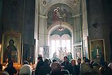 Sonntagsmesse am Wahltag  in der St. John Kathedrale in Comrat,  der Hauptstadt des autonomen Gebietes Gagausiens in dem ca. . 160000 Einwohnern leben, die Republik Moldau ist eines der ärmsten Länder Europas Sunday  service at John the Baptist Cathedral in Comrat