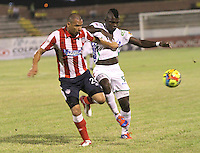 NEIVA -COLOMBIA-25-01-2014.  Cristian Canga  ( Der)  del Atletico Huila disputa el balon contra Samuel Vanegas  del Atletico Junior  durante partido por la fecha 1 de la Liga Postobón I 2014 jugado en el estadio Guillermo Plazas Alcid   de la ciudad de Neiva./ Cristian Canga  (R) Atletico Huila fight for the ball against Atletico Junior Samuel Vanegasduring match '1 League Postobón 2014 I played in the stadium Guillermo Plazas Alcid city of Neiva. Photo: VizzorImage / Felipe Caicedo / Staff