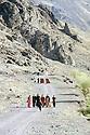 Irak 2000.Femmes se rendant à un mariage, vallée de Derbend.Iraq 2000.In Derbend valley, women going to a wedding