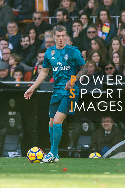 Toni Kroos of Real Madrid in action during the La Liga 2017-18 match between Valencia CF and Real Madrid at Estadio de Mestalla  on 27 January 2018 in Valencia, Spain. Photo by Maria Jose Segovia Carmona / Power Sport Images