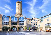 France, Aveyron (12), Millau, la place des Consuls et le beffroi derrière