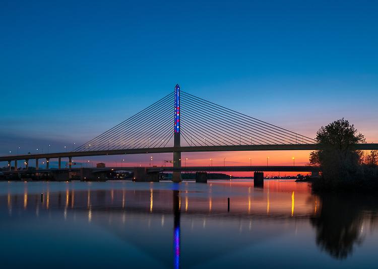 Waving Flag | | Toledo Veteran's Glass City Skyway Bridge | HLB Lighting