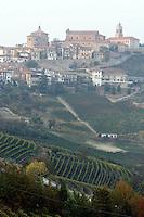Una veduta del paese di La Morra, con i vigneti in proo piano.<br /> View of the village of La Morra, Piedmont, with vineyards foreground.<br /> UPDATE IMAGES PRESS/Riccardo De Luca
