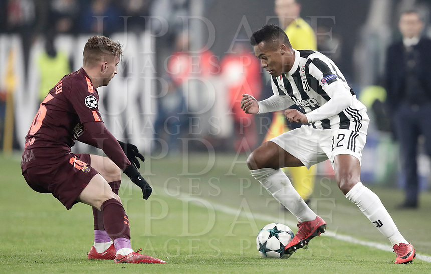Football Soccer: UEFA Champions League Juventus vs FC Barcelona Allianz Stadium. Turin, Italy, November 22, 2017. <br /> Juventus' Alex Sandro (r) in action with FC Barcelona'a Gerard Deulofeu (l) during the Uefa Champions League football soccer match between Juventus and FC Barcelona at Allianz Stadium in Turin, November 22, 2017.<br /> UPDATE IMAGES PRESS/Isabella Bonotto