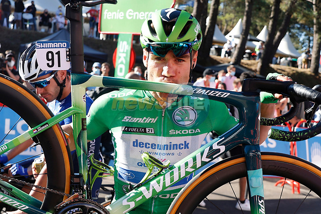 Fabio Jakobsen (NED) Deceuninck-Quick-Step assured of the Green Jersey with his custom painted Specialized Tarmac at the end of Stage 20 of La Vuelta d'Espana 2021, running 202.2km from Sanxenxo to Mos, Spain. 4th September 2021.    <br /> Picture: Luis Angel Gomez/Photogomezsport | Cyclefile<br /> <br /> All photos usage must carry mandatory copyright credit (© Cyclefile | Luis Angel Gomez/Photogomezsport)