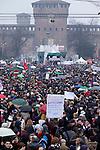 Italia, Milano, Piazza Castello, 13/02/2011, manifestazione donne, Women demonstration against Berlusconi and Rubygate