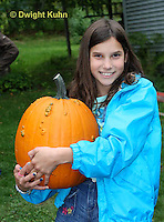 DC08-567z Children with Halloween Pumpkins, just picked, PRA