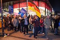 """AfD protestiert in Berlin gegen die Fluechtlingspolitik der Bundesregierung.<br /> Am Samstag den 31. Oktober 2015 versammelten sich ca. 250 Anhaenger der Rechts-Partei Alternative fuer Deutschland (AfD) zu einer Kundgebung gegen die Fluechtlings- und Asylpolitik der Bundesregierung. Dabei wurde die Bundeskanzlerin Angela Merkel mehrfach scharf angegriffen. Die Berichterstattung ueber Fluechtlinge in den Medien wurde mit lautstarken Rufen """"Luegenpresse"""" beschimpft.<br /> Der brandenburgische Landesvorsitzende Gauland forderte eine Fluechtlingspolitik wie in Japan, wo angeblich nur 20 Fluechtlinge pro Jahr aufgenommen werden.<br /> Etwa 350 Menschen protestierten gegen die Veranstaltung der Rechten und blockierten kurzzeitig deren Marschroute. Die Polizei ordnete daraufhin eine verkuerzte Route an und raeumte dafuer der AfD den Weg frei.<br /> Im Bild: Aufmarschteilnehmer skandieren Parolen gegen die Gegendemonstranten.<br /> 31.10.2015, Berlin<br /> Copyright: Christian-Ditsch.de<br /> [Inhaltsveraendernde Manipulation des Fotos nur nach ausdruecklicher Genehmigung des Fotografen. Vereinbarungen ueber Abtretung von Persoenlichkeitsrechten/Model Release der abgebildeten Person/Personen liegen nicht vor. NO MODEL RELEASE! Nur fuer Redaktionelle Zwecke. Don't publish without copyright Christian-Ditsch.de, Veroeffentlichung nur mit Fotografennennung, sowie gegen Honorar, MwSt. und Beleg. Konto: I N G - D i B a, IBAN DE58500105175400192269, BIC INGDDEFFXXX, Kontakt: post@christian-ditsch.de<br /> Bei der Bearbeitung der Dateiinformationen darf die Urheberkennzeichnung in den EXIF- und  IPTC-Daten nicht entfernt werden, diese sind in digitalen Medien nach §95c UrhG rechtlich geschuetzt. Der Urhebervermerk wird gemaess §13 UrhG verlangt.]"""
