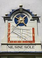 Nederland Oud-Zuilen - 2020. Zonnewijzer aan de gevel van een monument.  Foto Berlinda van Dam / ANP / Hollandse Hoogte