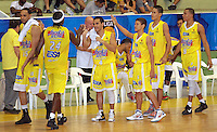 BUCARAMANGA -COLOMBIA, 25-03-2013. Jugadores de  Búcaros celebran en el partido de la décimanovena fecha de la Liga DirecTV de baloncesto profesional colombiano disputado en la ciudad de Bucaramanga./ Players of Bucaros celebrate at the end of game of the nineteenth date of the DirecTV League of professional Basketball of Colombia at Bucaramanga city. Photo:VizzorImage / Jaime Moreno / STR