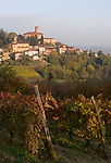 Italien, Piemont, Region Monferrato, Calamandrana Alta: Weindorf | Italy, Piedmont, region Monferrato, Calamandrana Alta: wine village