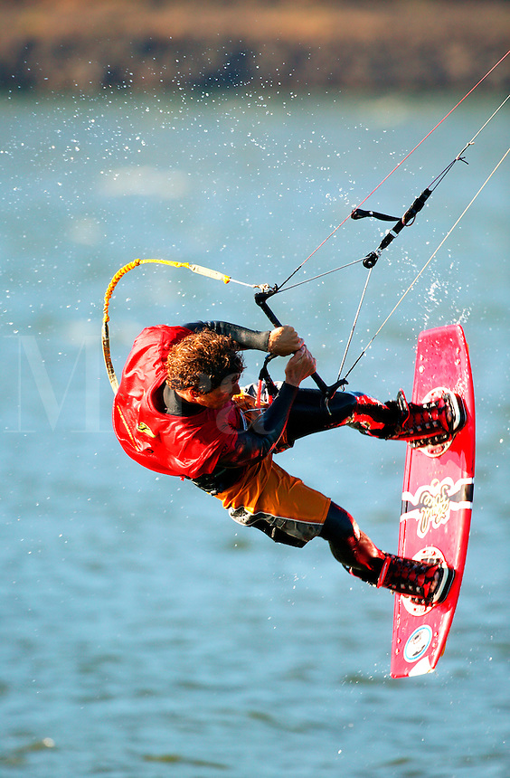 Kite boarding in the Columbia River, Columbia River Gorge National Scenic Area, Lake Hood, Oregon