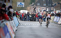 winner Katie Comptom (USA) across the finish line with Sanne Cant (BEL) in tow <br /> <br /> Vlaamse Druivencross Overijse 2013
