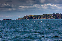 Royaume-Uni, îles Anglo-Normandes, île de Sark (Sercq):  La côte rocheuse et le Le Phare // United Kingdom, Channel Islands, Sark Island (Sercq):  Point Robert lighthouse