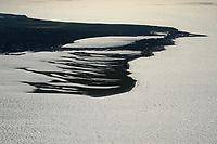 4415/Graswarder:EUROPA, DEUTSCHLAND, SCHLESWIG- HOLSTEIN, 07.06.2005: Graswarder ist ein 230 Hektar großes Naturschutzgebiet in der Naehe von Heiligenhafen. Hier brueten zahlreiche Vogelarten, wie beispielsweise Graugaense (Anser anser), Brandgaense (Tadorna tadorna) und Austernfischer (Haematopus ostralegus). Des Weiteren gibt es viele Strand- und Salzpflanzen, wie etwa Stranddistel (Eryngium maritimum) und Meerkohl (Crambe maritima). <br /><br />Meer, Insel, Halbinsel, Naturschutzgebiet, Vogelinsel, Vogelzug, Vogelschutzgebiet,Vogelfluglinie,  Rueckzugsgebiet, Rastplatz, Nistplatz,  Luftaufnahme, Luftbild,  Luftansicht