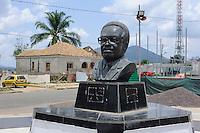 ANGOLA Kibala, Denkmal fuer Agostinho Neto, der erste Praesident Angolas nach der Unabhaengigkeit / ANGOLA Quibala, memorial for Agostinho neto, the first president after independance